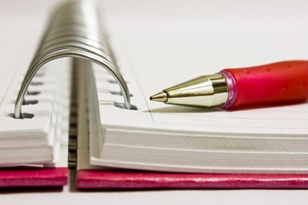 caderno-caneta
